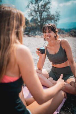 two girls drinking milonga yerba mate